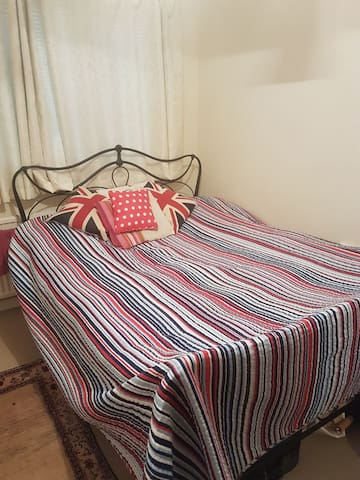 Cosy room to let