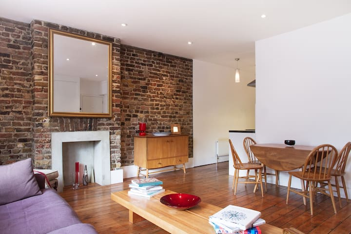 Contemporary 2-double bedroom flat in Brixton
