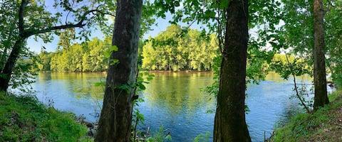 "Shenandoah ""River Dreams"" Waterfront Oasis"