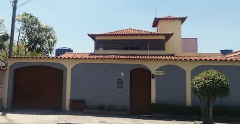 Sinta-se no conforto de uma casa colonial!