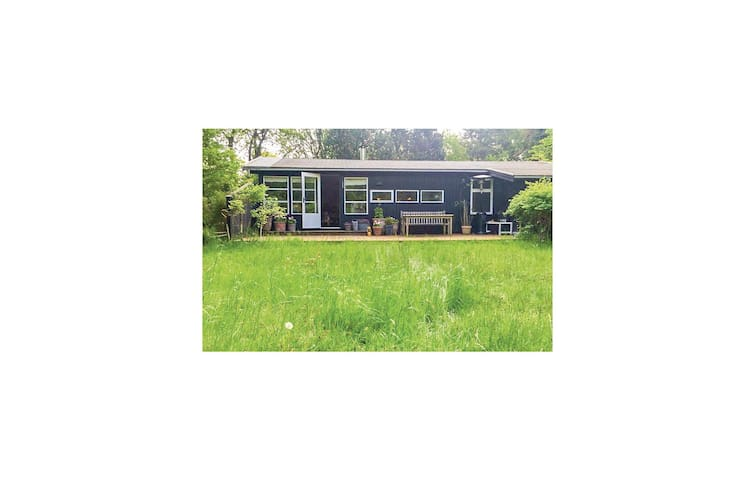 Holiday cottage with 3 bedrooms on 70 m² in Gilleleje