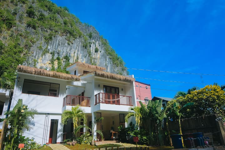 Talisay,El Nido: cozy room w/ shared pool Gemelina