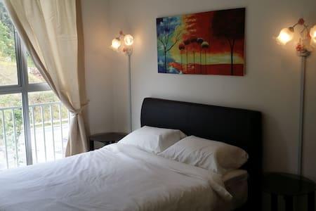 Golden Hills Resort Home - Daire
