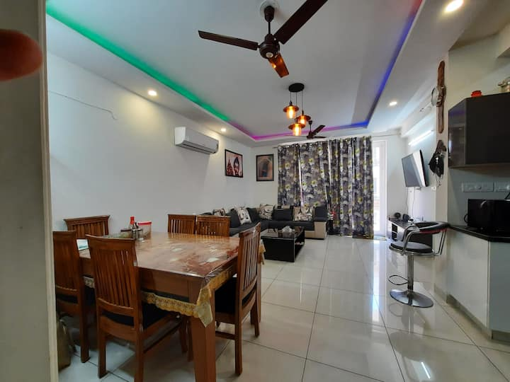 Fully Furnished 2BHK flat with all the amenities.