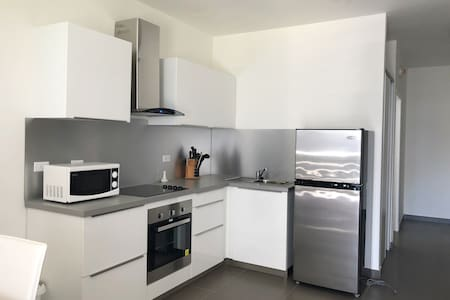 Convenient Studio Apt Near Airport, Beaches & Food