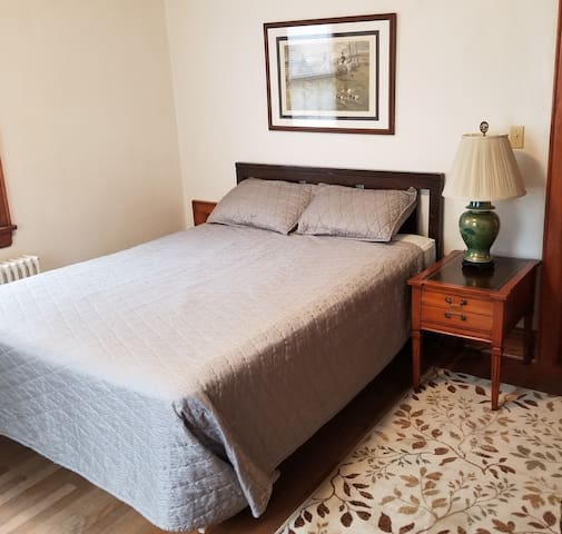 Rogers House Room 1 F - Monthly Rates Only