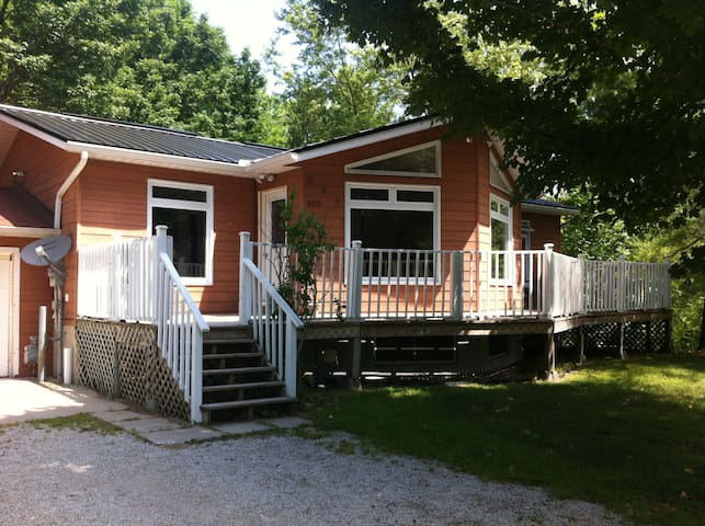 5 bedroom cottage 2 bathrooms weekly ,Sauble Beach - Sauble Beach - Hus