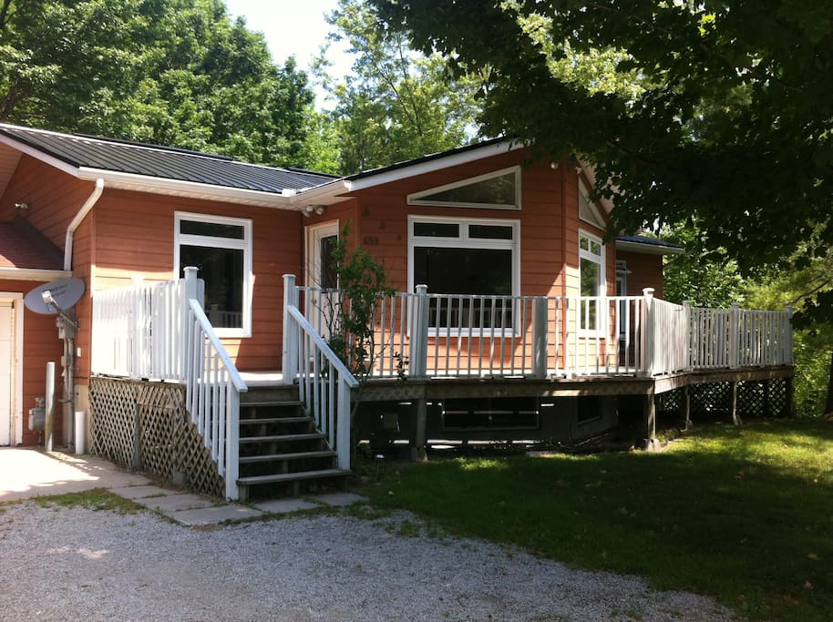 5 bedroom cottage 2 bathrooms weekly sauble beach for 9 bedroom beach house rental