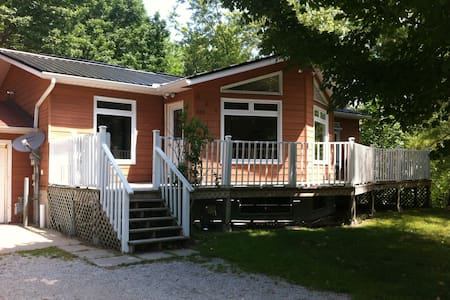 5 bedroom cottage 2 bathrooms weekly ,Sauble Beach - Sauble Beach