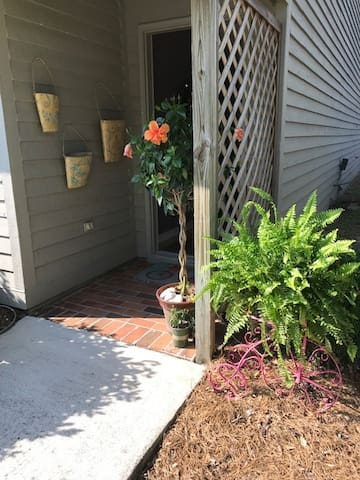 Quaint Condo Close to Wrightsville Beach!
