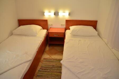 Apartments Funda / Three Bedrooms Sunce 6+1 A19 - Necujam - Διαμέρισμα