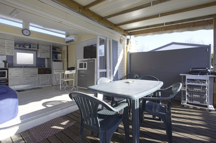 MOBIL HOME  CLIM  TERRASSE COUVERTE 5/6personnes