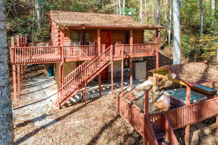 New listing! Cozy & secluded family-friendly home w/ a private, outdoor hot tub