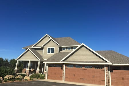 21 miles from Hazeltine National Golf Course - Delano - Dom
