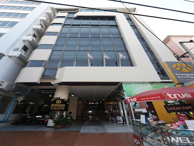 Superior Double Room Stay In Kkinn South Pattaya Hotel, Pattaya