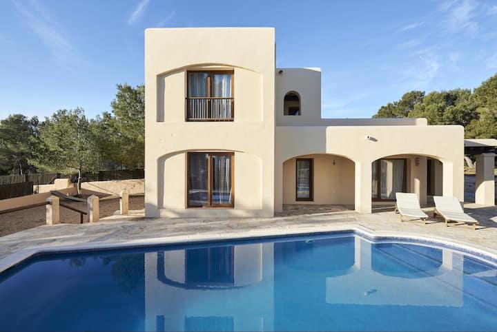 Beautiful villa near Cala Bassa, seaview, 8 people