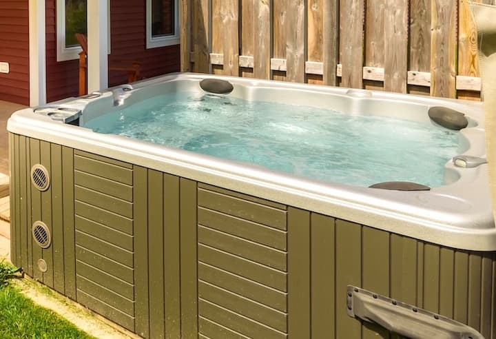 Luxurious unit hot tub - discounted weekly rate
