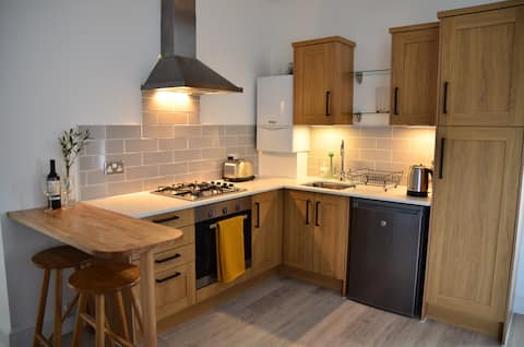 Bright, well equipped flat, in historic area