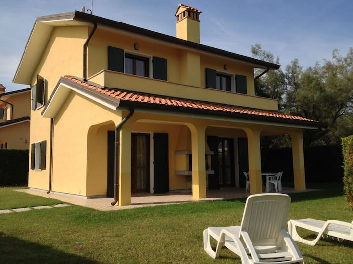 House for 8+2 pers with pool in Albarella R31284