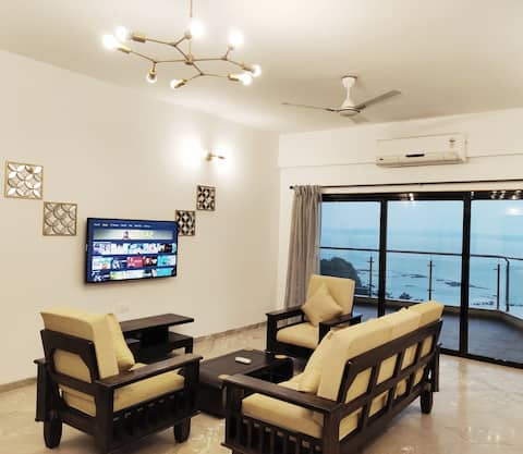 Chic Two Bedroom Sea View Apartment in Dona Paula