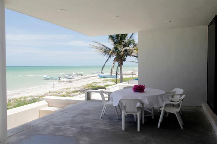 Beach front house with pool in Chicxulub Puerto