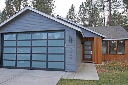 Modern Getaway for Couples in West Side Bend - Bend