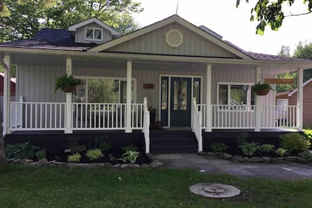 Cottage near Gilford, ON. Relax by Lake Simcoe