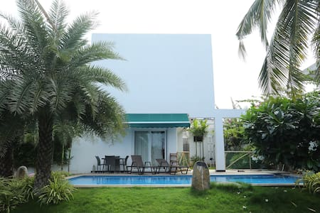 Coral Seaside Villa with Swimming Pool