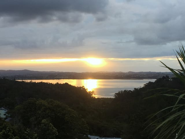 Birkenhead - Beautiful accommodation - Sea Views - Auckland - Apartament
