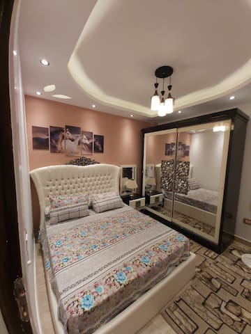 luxurious apartment with queen bed in Madinaty