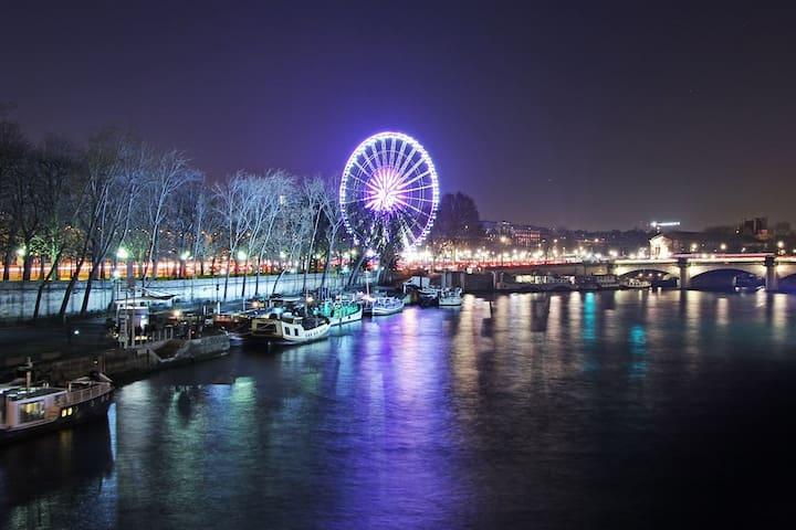Houseboat in Champs Elysées Harbor, 360° visit
