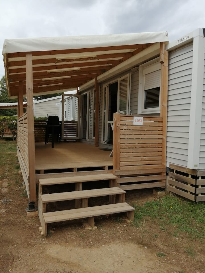 Mobile-home spacieux dans camping familiale