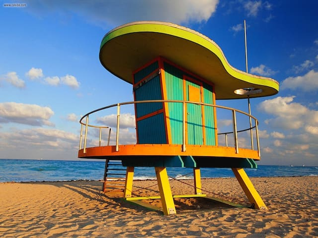Bed on the beach 15 min from SOBE!!!!