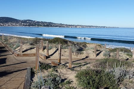 Cozy, beach condo with gorgeous Monterey Bay views - Monterey - Kondominium