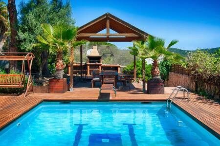 Chalet Standing piscine-1heure frontière Francaise