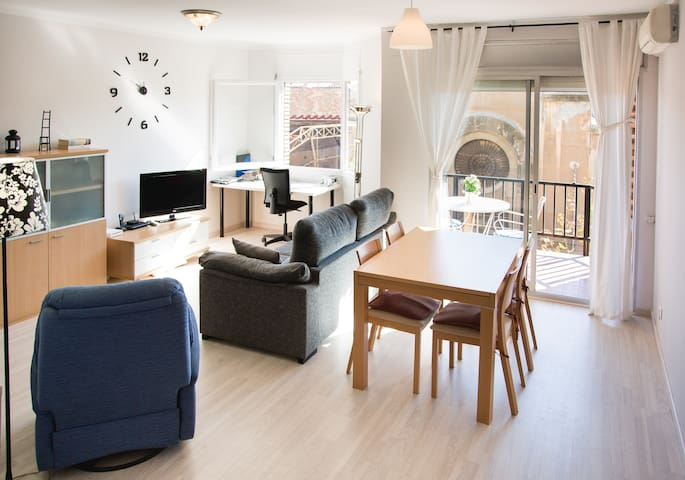 comfortable room beside sants stat. - Barcelone - Appartement