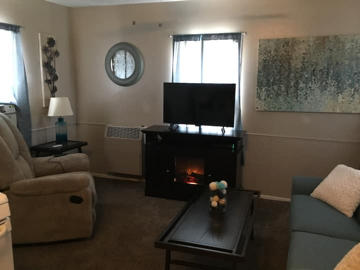 Upstairs Plum Street Living 1 Bedroom Apartment