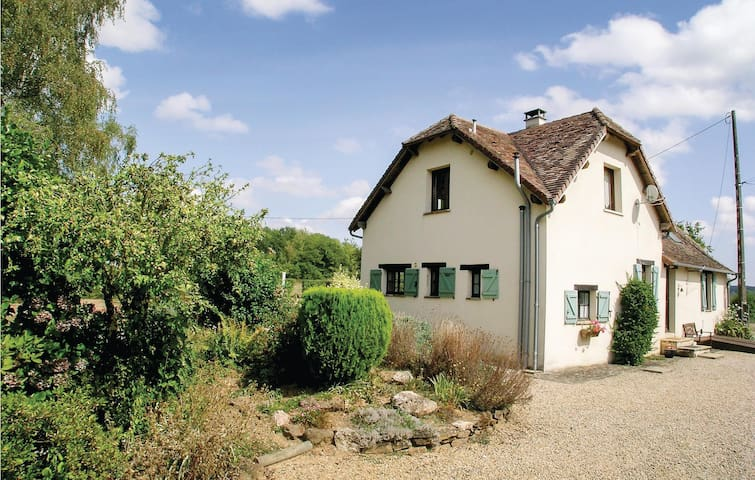 Holiday cottage with 3 bedrooms on 117m² in Payzac