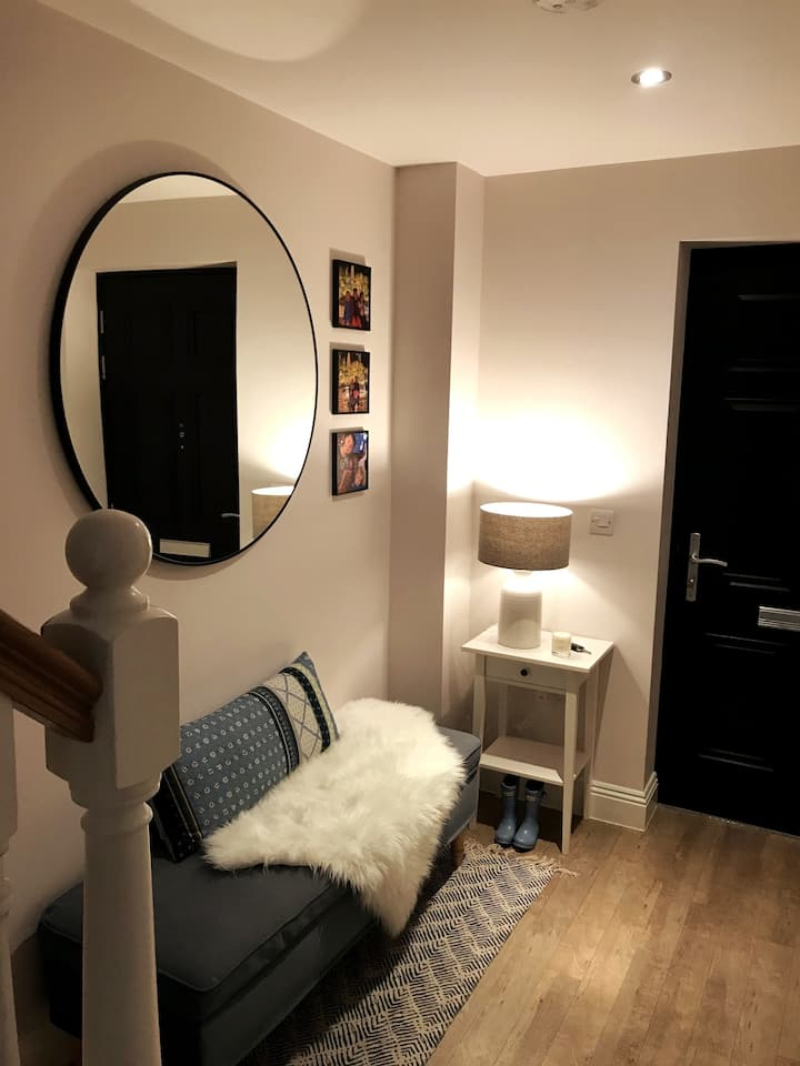 Modern 3 bed, 3 bath, family rental