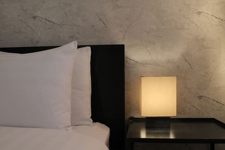 Modern Lounge | Ultra Clean