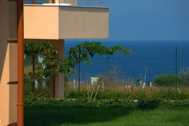 Seagarden Villa Apartment near Oasis Beach
