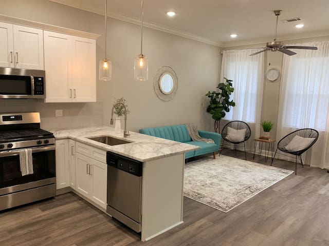 Perfectly Modern Bywater Escape (2bed/2bath)