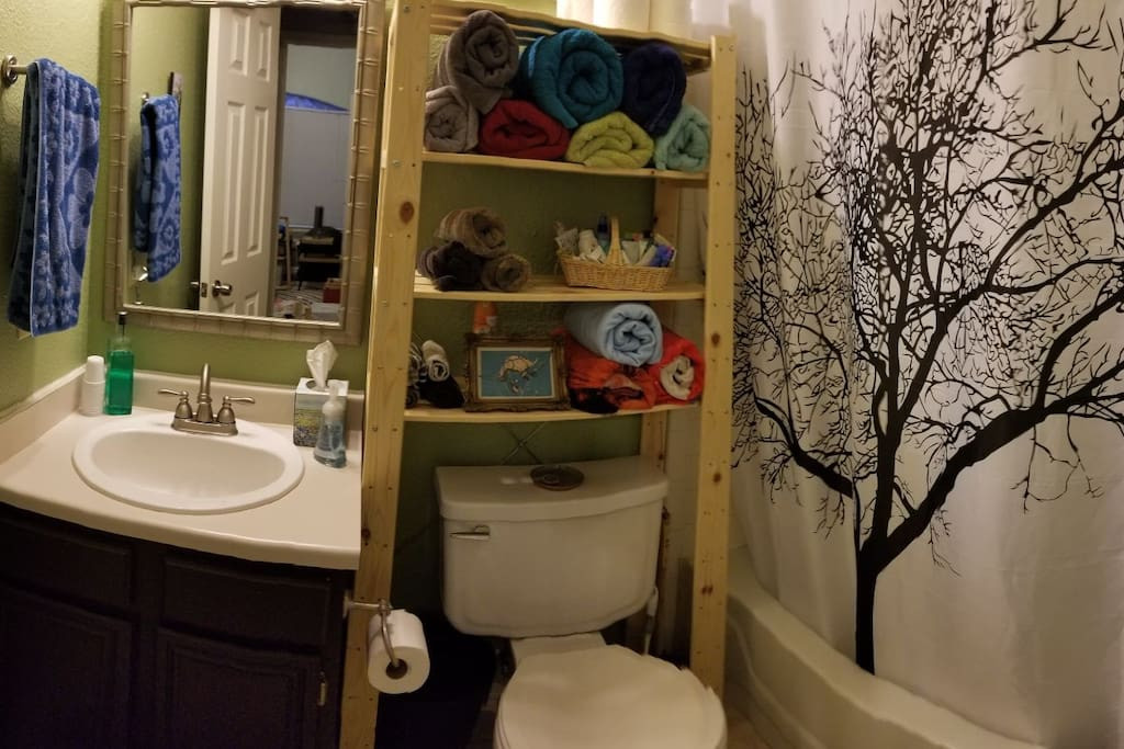 Guest bathroom, very clean, next door to the bedroom. Towels, soap and shampoo provided.