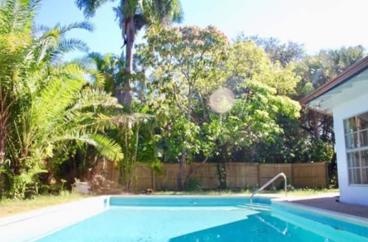 Adorable Pool Home Close to Beach and Downtown