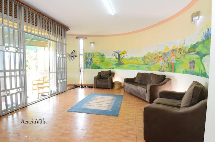 Quiet Room in Acacia Villa Private Bath + Entrance
