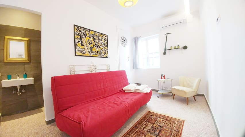 #73 Cozy prvt room w. prvt bathroom near Acropolis