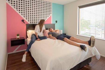 Brisbane City YHA Premium Room with Ensuite