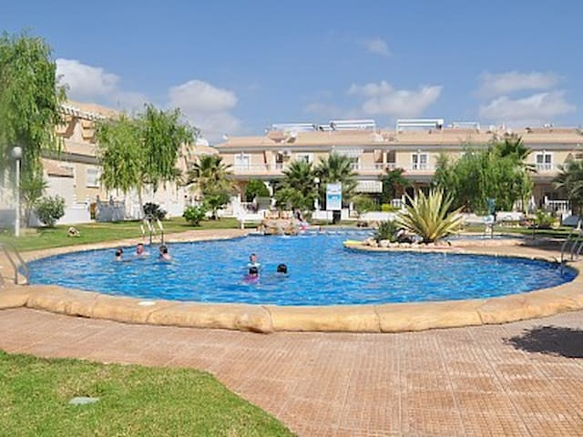 Ground floor apartment. communal pool in El Divino