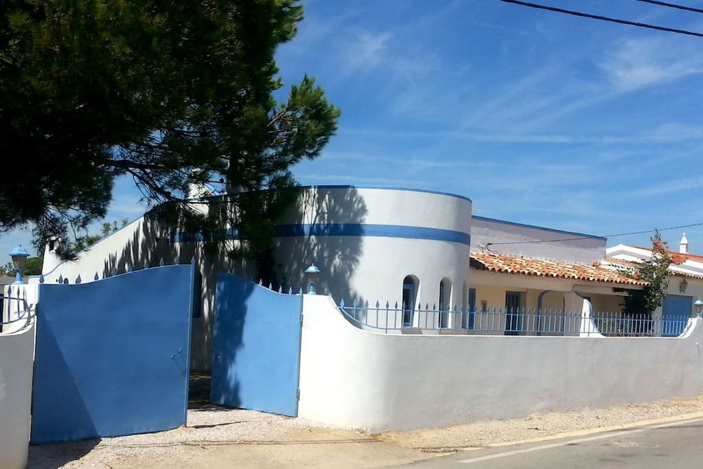 A lot of space (plot 1000sqm /House150sqm) - VERY close to the tideland and Atlantic!