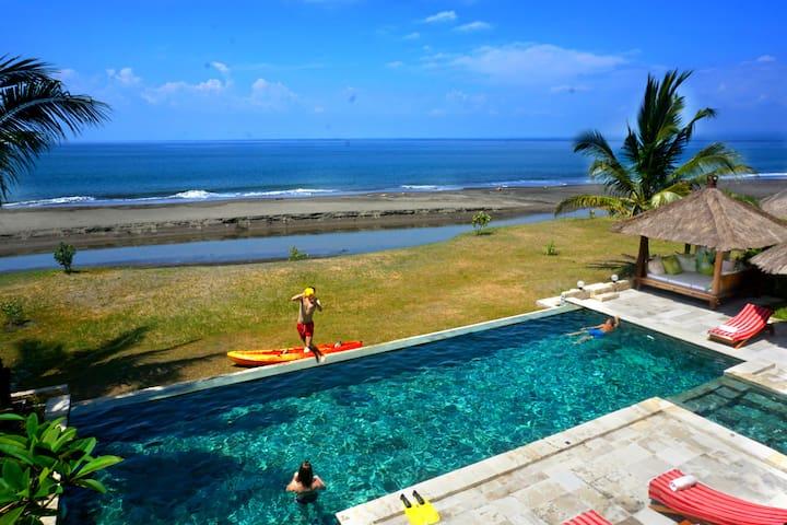 Ervaar het echte Bali vanuit een luxe strandvilla